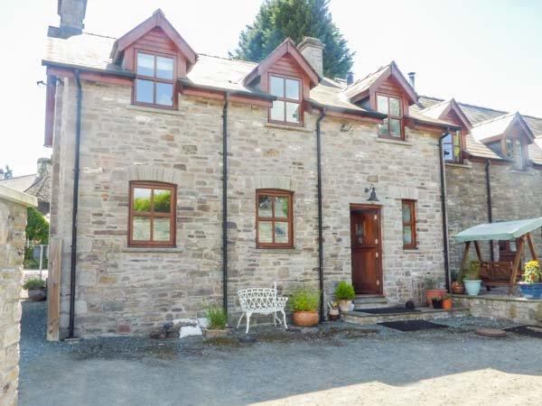 CROSS HOUSE FARM, semi-detached farmhouse, WiFi, woodburner, parking, Hay-on-Wye, Ref 941880 - Image 1 - Talgarth - rentals