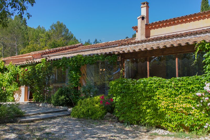 Private terrace and entrance - Gite du Thym - Great 3 Bedroom, Pet-Friendly, with Pool and Grill - Brignoles - rentals
