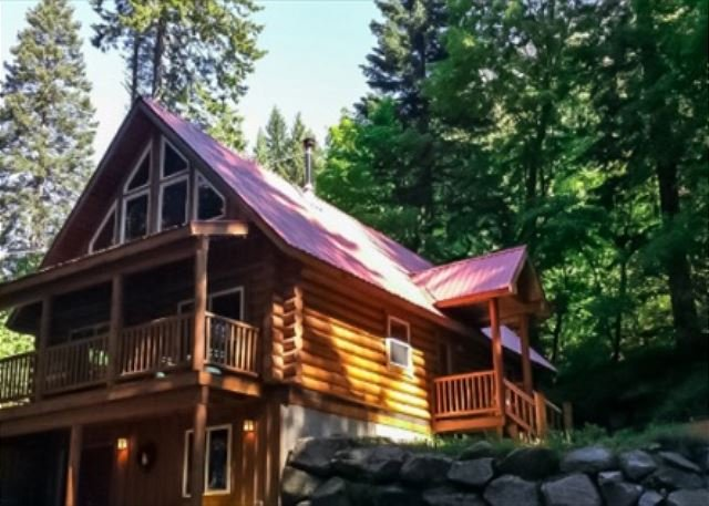 Big Wood Lodge, in Lake Wenatchee with woodstove, hot tub, Wi-Fi and Cable TV - Image 1 - Plain - rentals