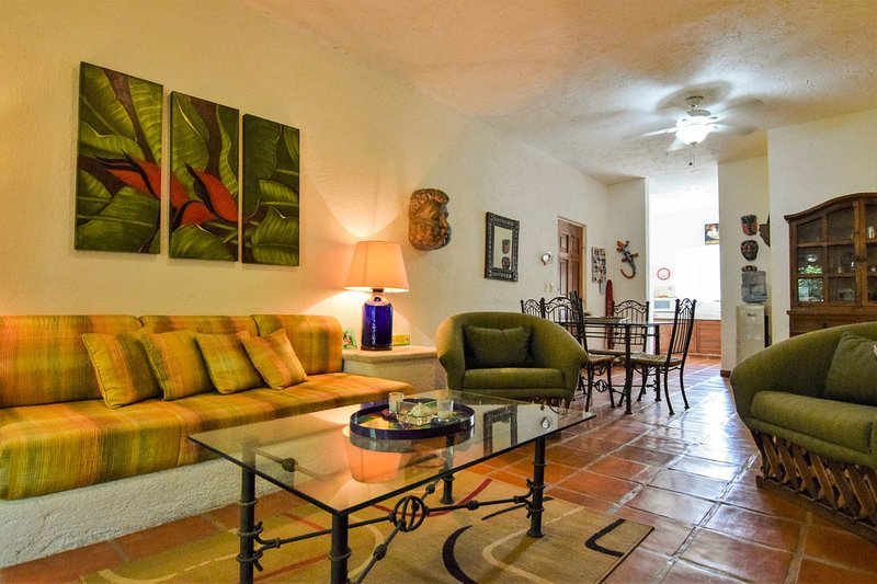 open floor plan - spacious living and dining area - LAS FLORES IXORA - 100 meters to beach, ocean view - Playa del Carmen - rentals