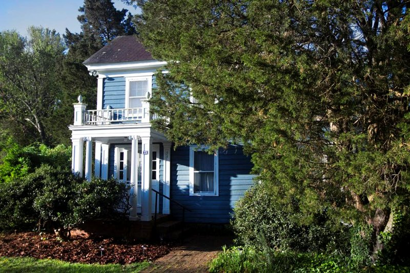 Charm and Romance in the Heart of Irvington, Va - Image 1 - Irvington - rentals