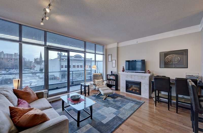 Living room with balcony access - Cozy Downtown Victoria 1 Bedroom Condo Walking Distance To Amenities - Victoria - rentals