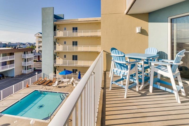 Walk to beach from condo with partial ocean view, shared pool, & soaking tub! - Image 1 - Ocean City - rentals