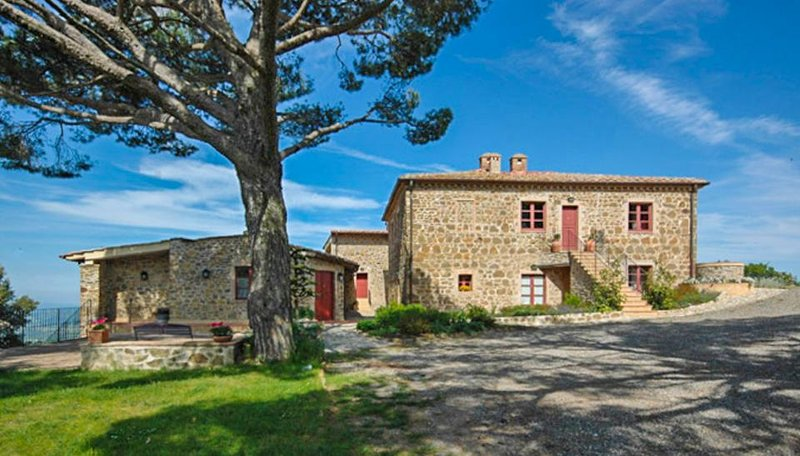 Spacious dog-friendly retreat near Montalcino with WiFi and a shared pool! - Image 1 - Montalcino - rentals