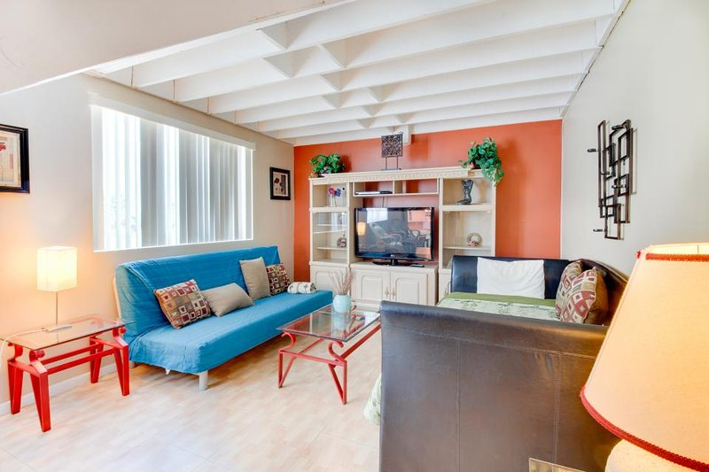 Double-loft condo with beach access, pool views, and a shared tennis court! - Image 1 - Miami Beach - rentals