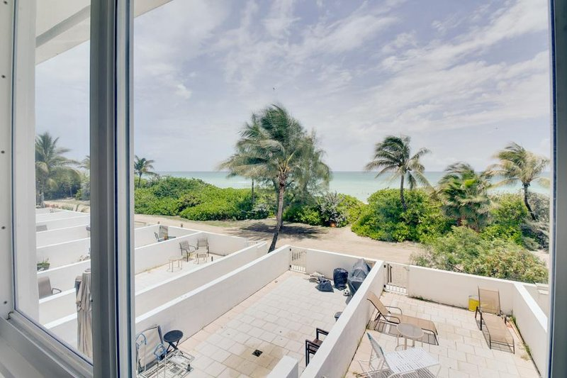 Beachfront condo w/ resort amenities like a shared pool, & partial ocean views! - Image 1 - Miami Beach - rentals