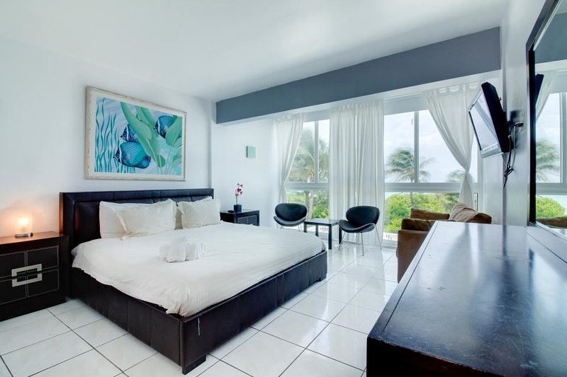 Beachfront condo w/ resort amenities like a shared pool, & partial ocean views! - Image 1 - Miami Beach - rentals