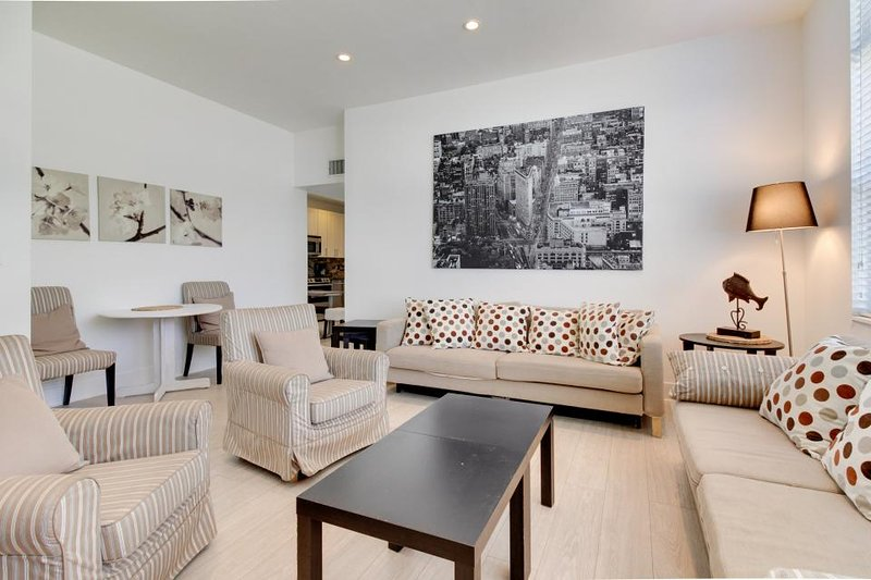 Spacious waterfront condo w/ beach access, shared pool - Dogs OK! - Image 1 - Hollywood - rentals