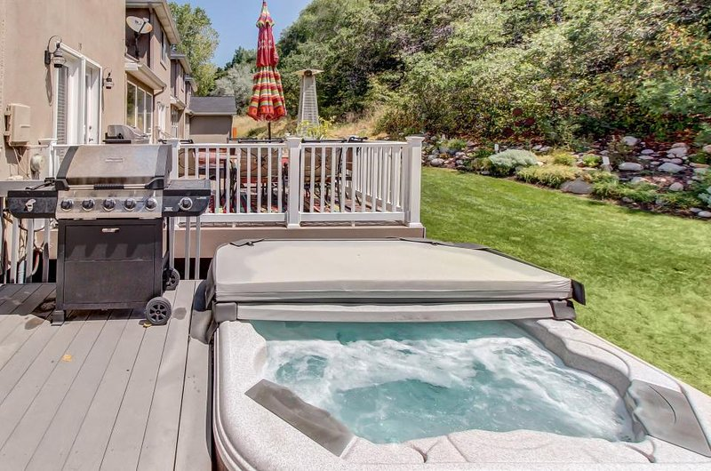 Updated condo w/ large private hot tub; fireplace, nearby park - Image 1 - Salt Lake City - rentals