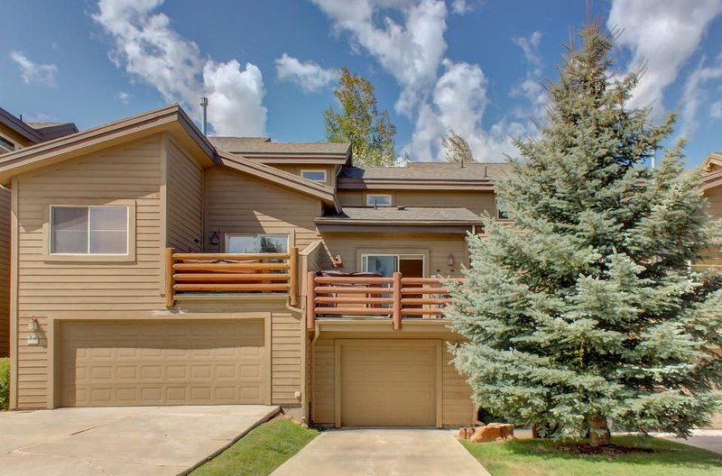 Charming bear-themed home w/ hot tub, fitness center, & pool access! - Image 1 - Park City - rentals