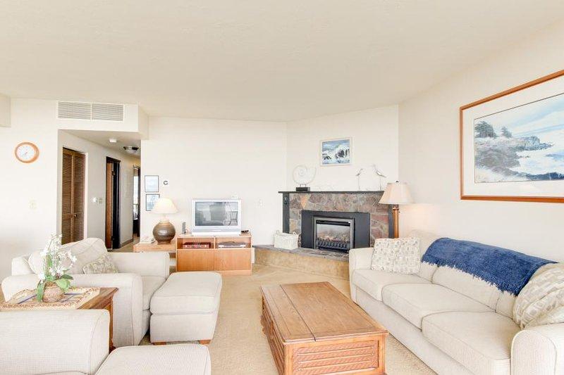 Oceanfront condo w/ 5th floor views, pool & sauna access! - Image 1 - Seaside - rentals