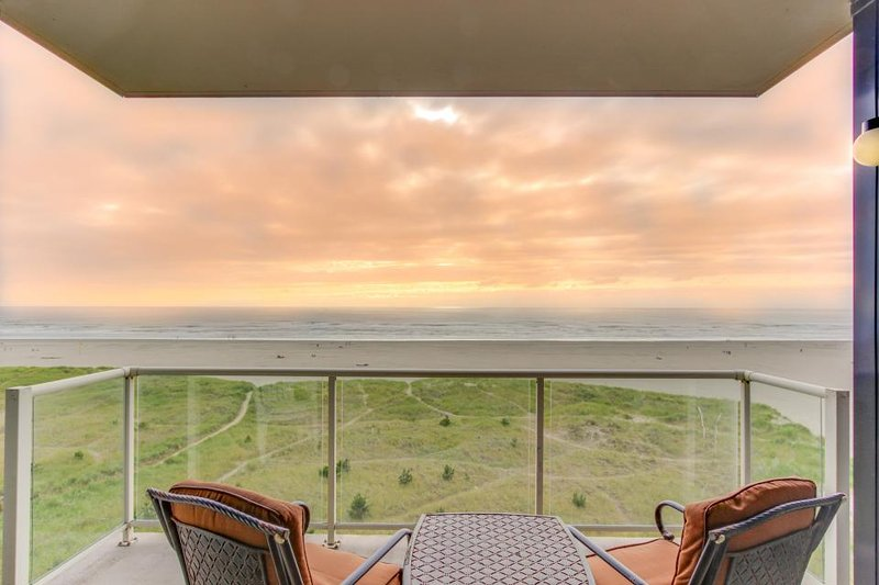 Oceanfront condo w/ 5th floor views, pool & sauna access! - Image 1 - Seaside - rentals