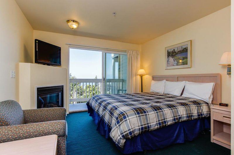 Dog-friendly suite with ocean views, a balcony & nearby beach access! - Image 1 - Lincoln City - rentals