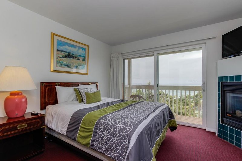 Upper-level oceanview studio near the beach - dogs welcome! - Image 1 - Lincoln City - rentals