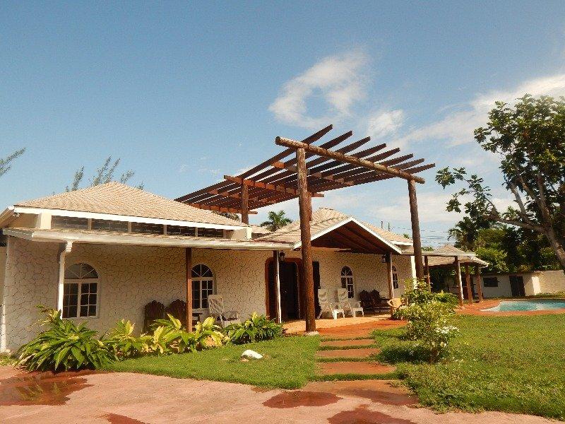 Ocho Rios Villa - Image 1 - Ocho Rios - rentals