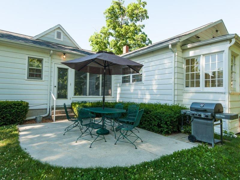 Shorely Heaven- Summer rentals begin or end on Sunday - Image 1 - South Haven - rentals