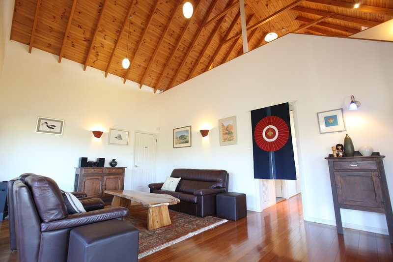 Spacious living room  - Artist Cottage : 3 Bedroom Spacious Cosy Relaxing - Lovedale - rentals