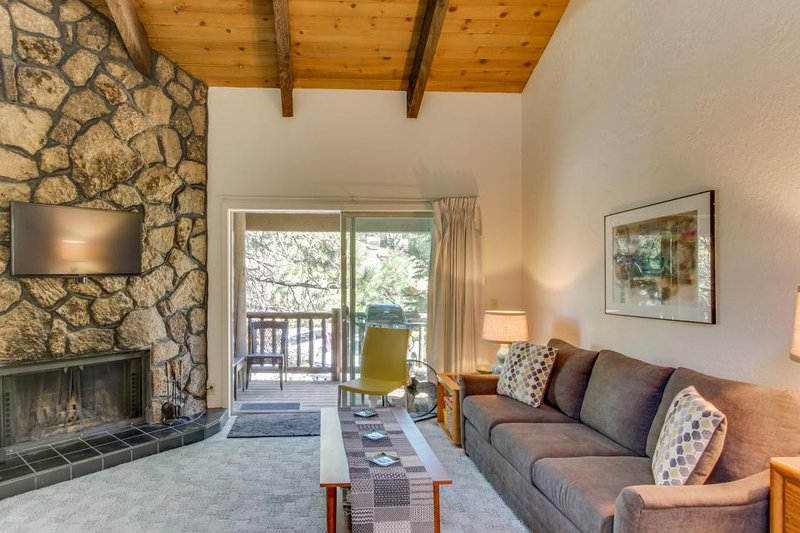 Dog-friendly studio near Mt. Bachelor w/SHARC passes! Only 5 minutes to river! - Image 1 - Sunriver - rentals
