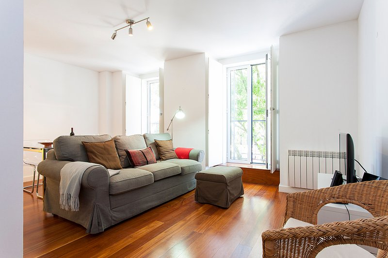 Belém Burgundy Apartment by RE - Image 1 - Lisbon - rentals