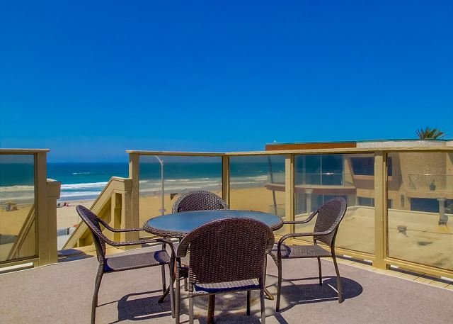 Private Rooftop Deck - Cute 2nd floor apartment - private balcony and rooftop deck, near beach - Pacific Beach - rentals