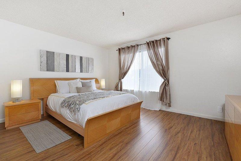 LUXURIOUS 2 BEDROOM CONDO IN OAKLAND - Image 1 - Oakland - rentals