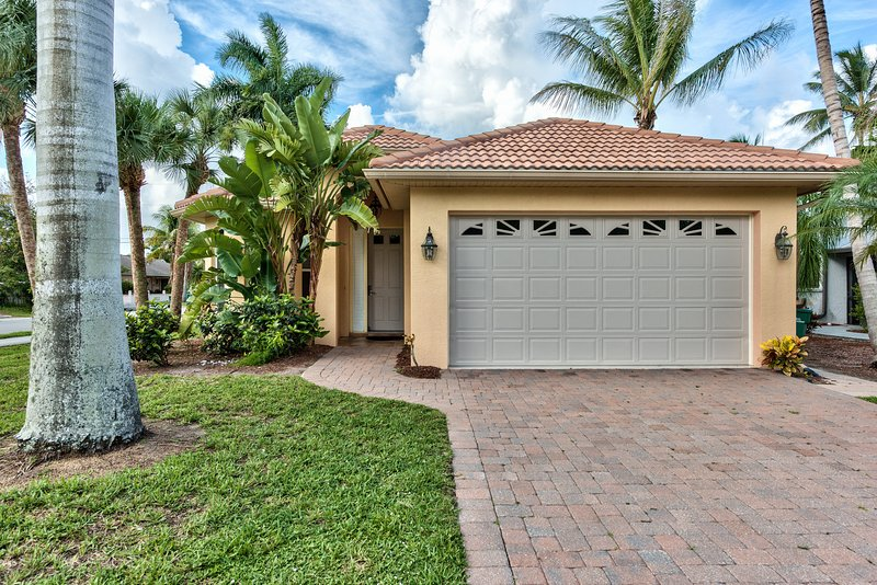 The Neapolitan Vacation Rental Proudly Managed by Naples Florida Vacation Homes - Neapolitan Vacation Rental  *Walk to the Beach* - Naples - rentals
