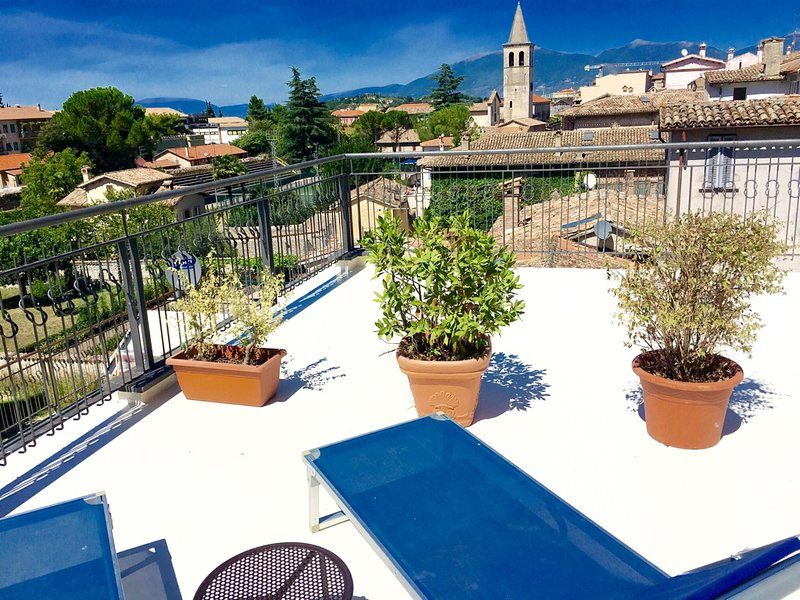 Casa Nobile has half of a very large terrace. Other half occupied by locals - Casa Nobile. Car NOT necessary. Rome 1 hr 15 mins - Spoleto - rentals