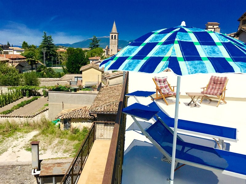 Large sunny terrace with remote control blind - Terrazza Splendida. Car unnecessary. Rome/1hour - Spoleto - rentals