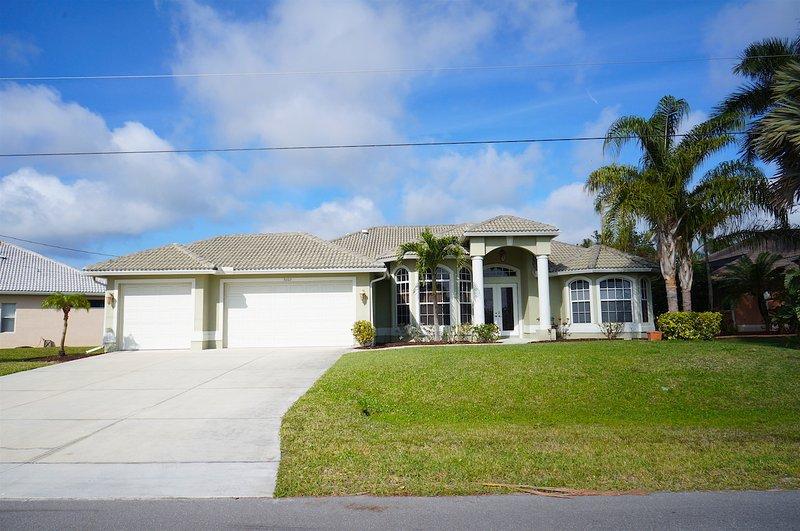 Villa Lazy Daze,Cape Coral 3b/2ba deluxe home - Image 1 - Cape Coral - rentals