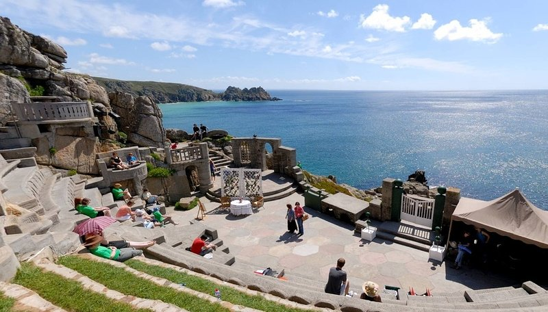 The Penthouse, Porthcurno located in Penzance, Cornwall - Image 1 - Penzance - rentals
