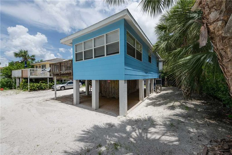 Gulf Beauty, 2 Bedrooms, Gulf Side Cottage, Sleeps 4 - Image 1 - Fort Myers Beach - rentals