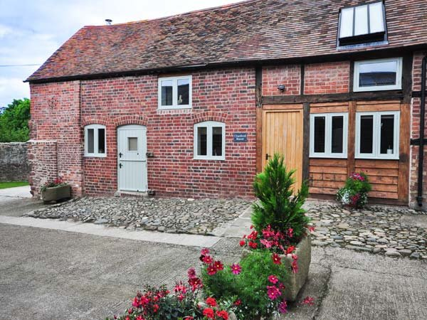 CHATFORD ROOST  barn conversion, en-suites, WiFi, woodburner in Shrewsbury Ref 928745 - Image 1 - Shrewsbury - rentals