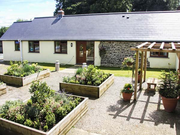 WARBROOK, luxury accommodation, en-suites, woodburner, enclosed garden - Image 1 - Bradworthy - rentals