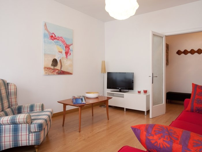 Wide apartment of 4 bedrooms for 6 guests next to Barcelona Fair - Image 1 - Barcelona - rentals