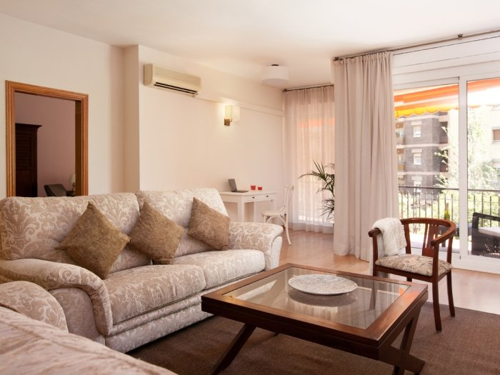 Luxury apartment with wide terrace next to the Barcelona Fair. - Image 1 - Barcelona - rentals