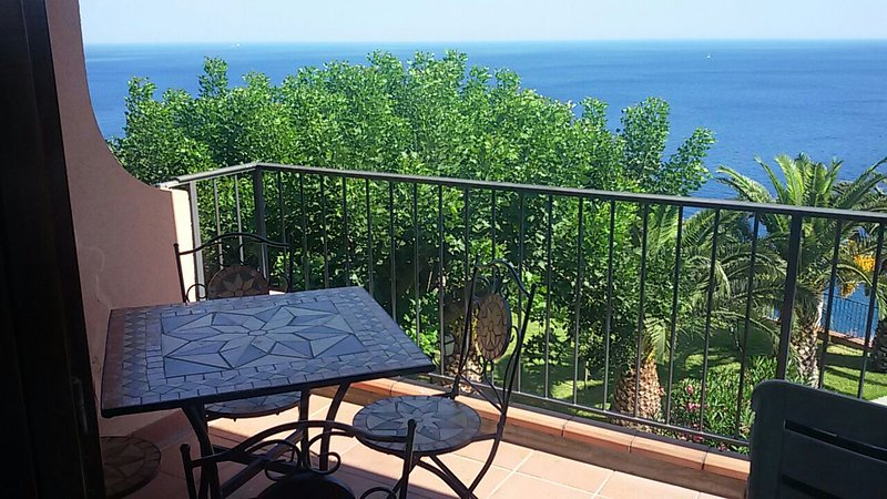 Casa Belvedere - apartment with lovely sea views - Image 1 - Sant' Alessio Siculo - rentals