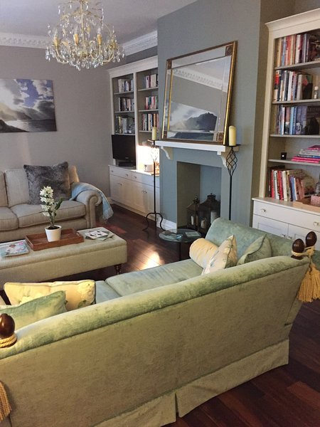 Extremely spacious living room with large window seat and comfortable sofas - Fabulous Luxury Apartment (2 bathrooms) in Malone with private parking - Belfast - rentals