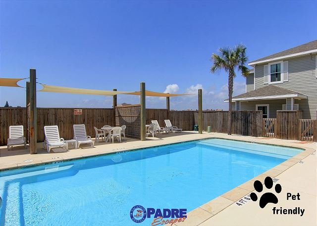 Sparkling saltwater pool at Leeward Bay - Pet-Friendly Townhouse Close to the Beach! - Corpus Christi - rentals