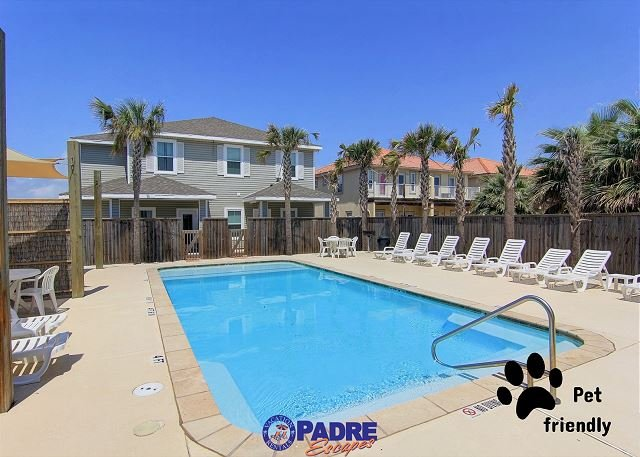 Sparkling saltwater pool that is heated for year-round enjoyment - Pet-Friendly Townhouse w/heated pool, free Wifi and close to the Beach! - Corpus Christi - rentals