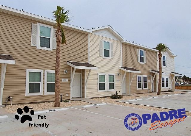 Front of unit - The Big Beach Walk Getaway sleeps 20 guests & is Close to the Beach! - Corpus Christi - rentals