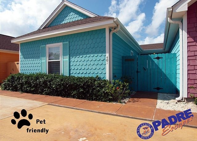 Entryway and front of this colorful coastal cottage that is also pet-friendly - Beautiful Key West Style 2/2 Cabana in a Great Location! - Corpus Christi - rentals