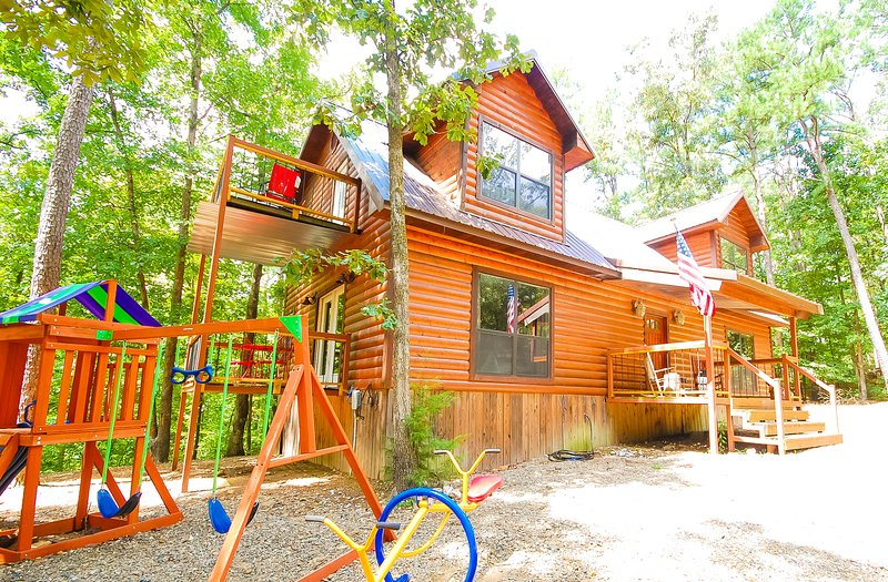 Bear Creek Lodge minutes from Broken Bow Lake!! - Image 1 - Broken Bow - rentals
