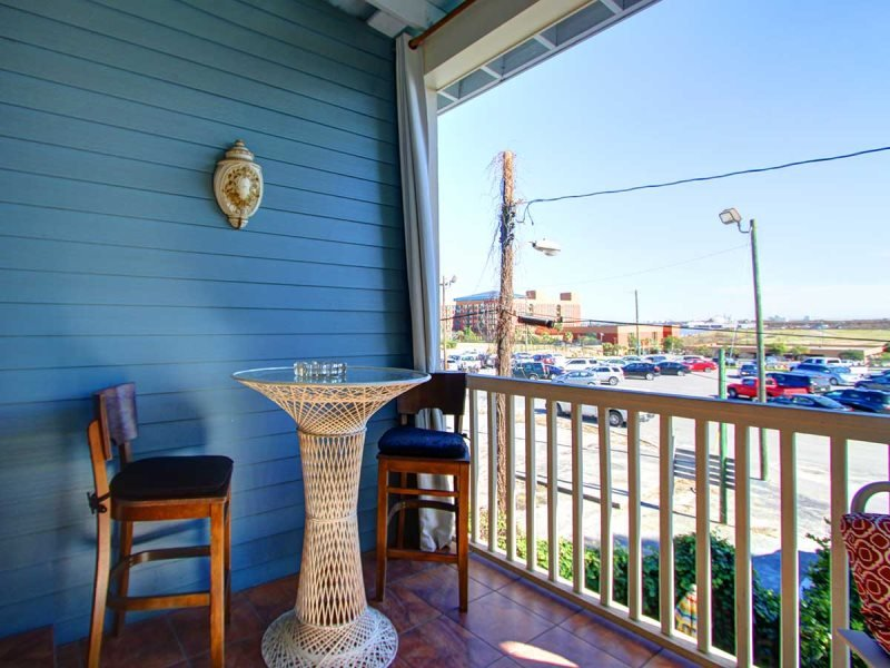 Beautiful! Newly renovated! Steps away from famous River Street! - Image 1 - Savannah - rentals