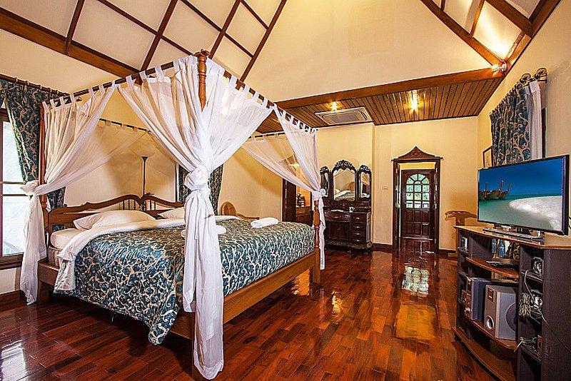 Private 5 bed pool villa North Pattaya - Image 1 - Pattaya - rentals