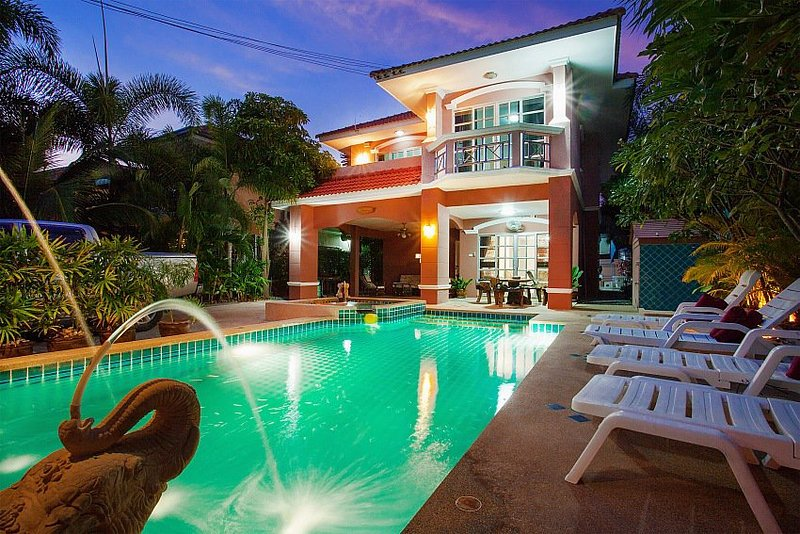 Deluxe 5 bed villa at Jomtien beach - Image 1 - Jomtien Beach - rentals