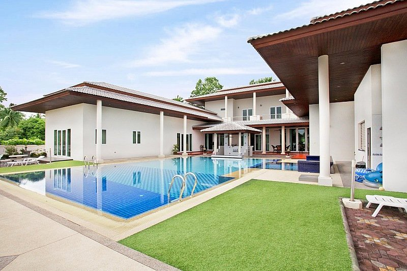 Majestic 7 bed pool villa at Huay Yai - Image 1 - Jomtien Beach - rentals