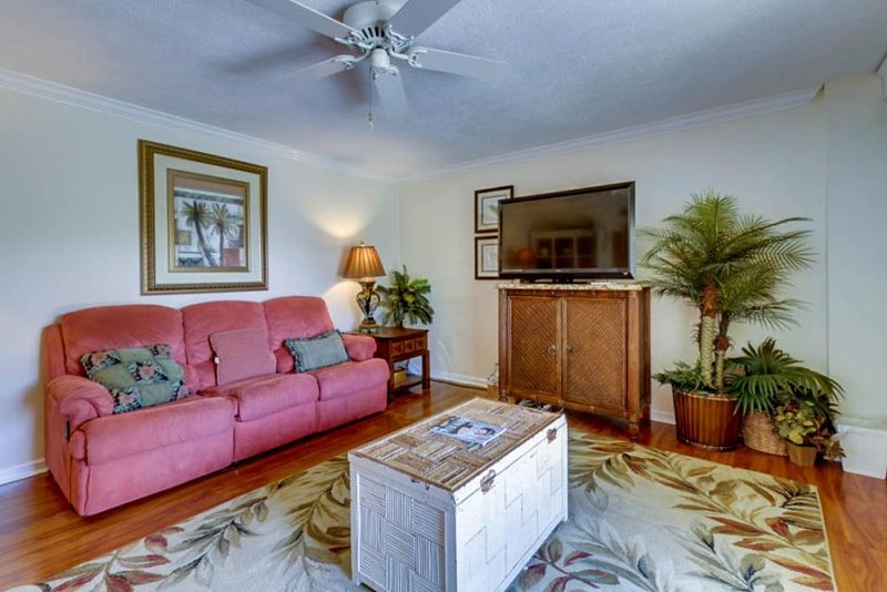 Bayside, tropical-inspired condo w/Gulf of Mexico views & shared pool! - Image 1 - Pensacola Beach - rentals