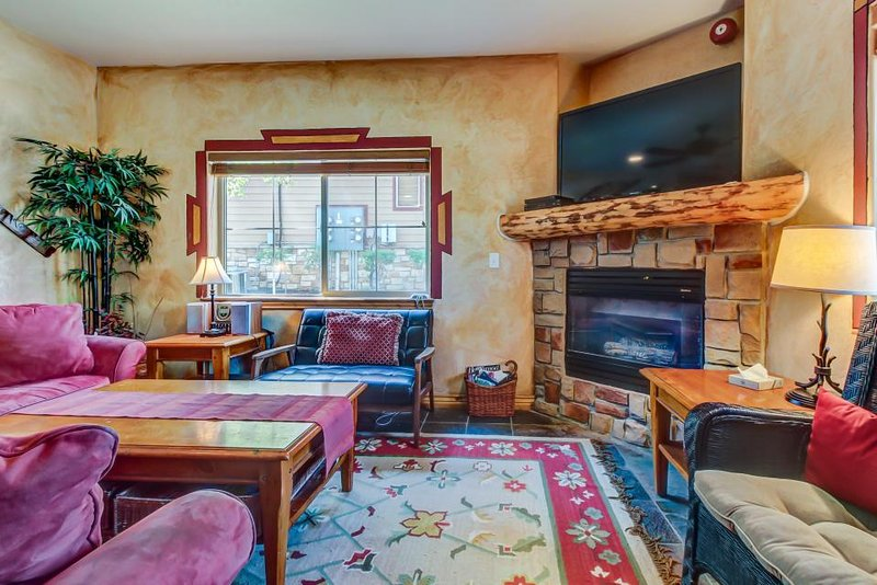 Spacious townhouse w/ a private hot tub & a shared seasonal pool and gym! - Image 1 - Park City - rentals