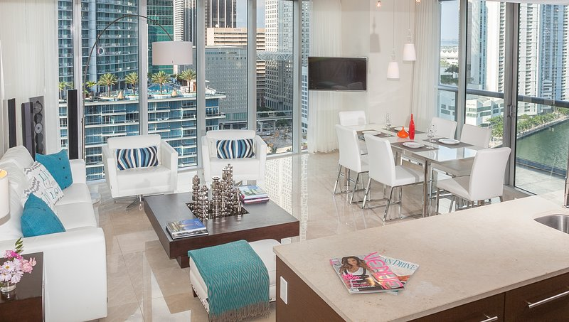 Bay Views & Miami River. Luxe Corner Condo - Image 1 - Brickell - rentals