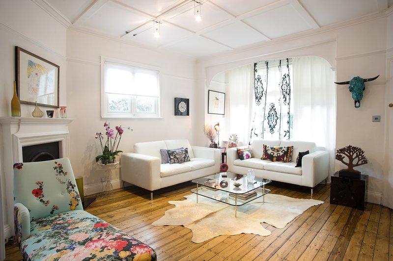 Artistic 4 bedroom home, Esmond Road, Chiswick - Image 1 - London - rentals